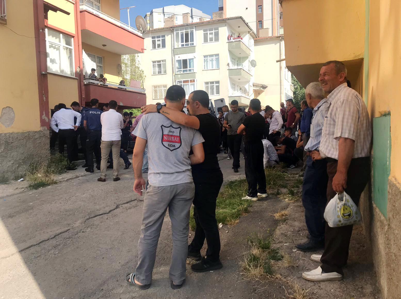 Kayseri'nin Talas ilçesinde iki gün önce evlenen 26 yaşındaki şahıs evin banyosunda asılı bulundu. ile ilgili görsel sonucu